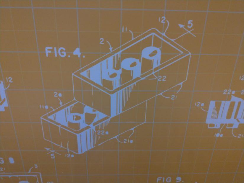 レゴランドホテルの壁に特許図面